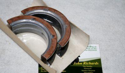 Land Rover V8 mains shell pair 90606870
