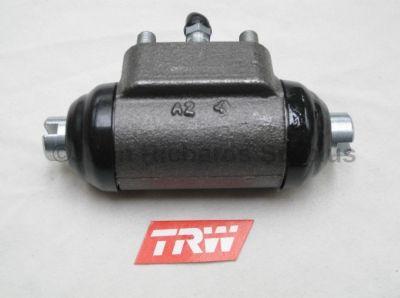Wheel Cylinder R/H 243296