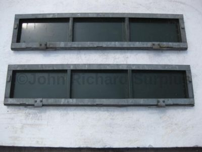 Land Rover Military 101 FC lower side tailgate pair 398174 398173