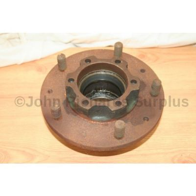Land Rover wheel hub assembly used 561889