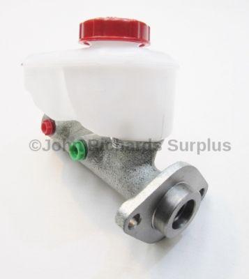 Dual Circuit Brake Master Cylinder UNF 569671