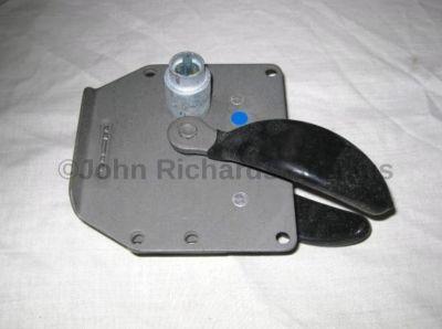 Land Rover door lock R/H MUC1030