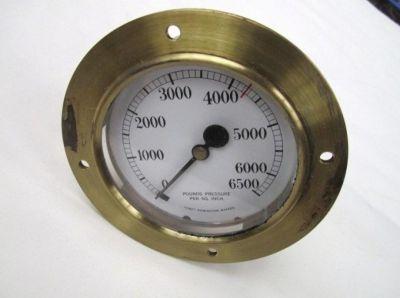 Tomey pressure gauge