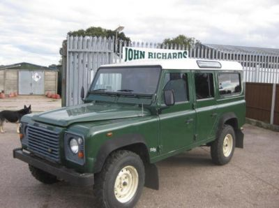 Land Rover Defender TD5 Station wagon LHD 01/2002 - Green