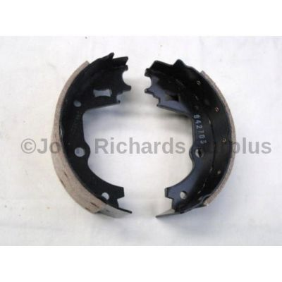 Land Rover hand brake shoe pair STC2880
